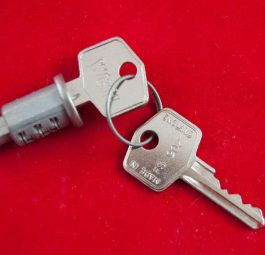 Triumph lock and keys for ignition switch (see LS13)