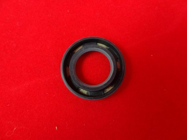 Triumph Oil feed seal, unit ''B' range and 'C' range  '68 on with ball race timing side. Also converted pre-unit covers.