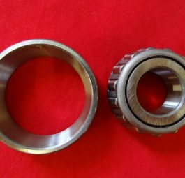 TriumphTaper roller bearing QD REAR WHEEL