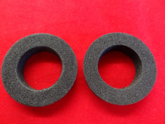 Sponge rubber washer inside nacelle leg, per pair.
