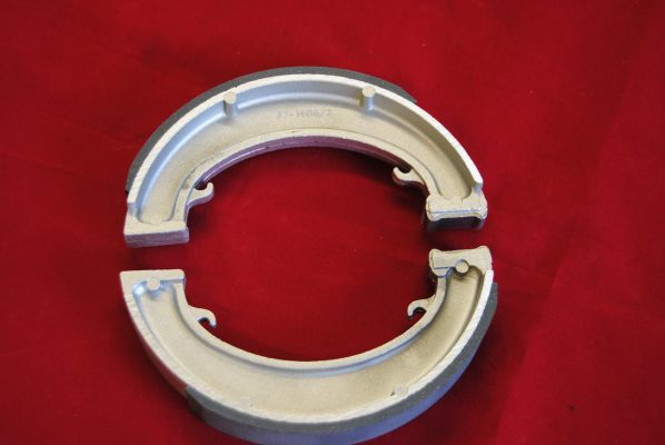 Triumph 7 front' brake shoes, lined fully floating type, for use in all 7' drums, pre '68. Per pair.
