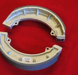 Triumph 8' twin leading brake shoes, T100R, TR6, T120, '68 on. Per pair.