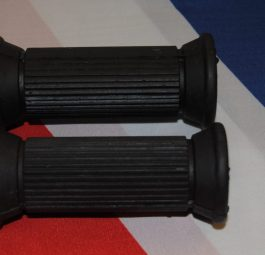 Triumph Rear rubbers for 1/2' round pegs on Tritons, etc. Pair